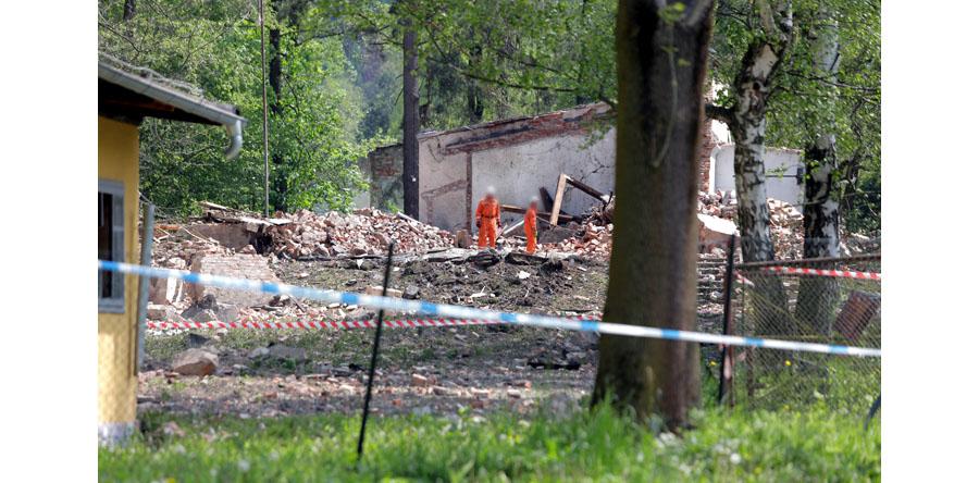 Dolnośląskie/ Z gruzowiska budynku fabryki prochu wydobyto ludzkie szczątki