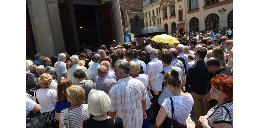 Tłumy pożegnały Wodeckiego na cmentarzu Rakowickim w Krakowie
