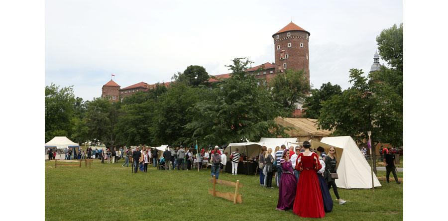 W Krakowie rozpoczyna się trzydniowy Jarmark Świętojański