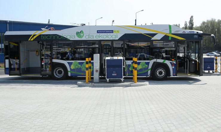 Na ulice Krakowa wyjechało 20 autobusów elektrycznych od Solarisa