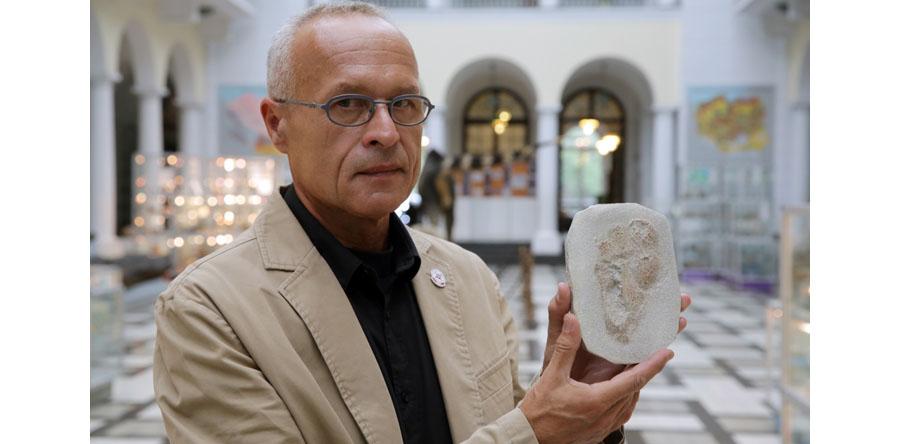 """Polak odkrył najstarsze ślady """"praludzi""""; pochodzą z Krety"""