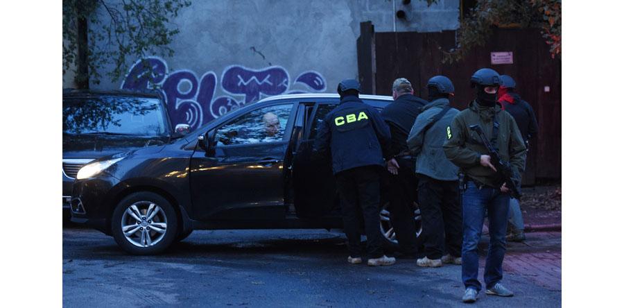 Zatrzymani przez CBA w klubie nocnym w Warszawie, to trzej biznesmeni i policjant